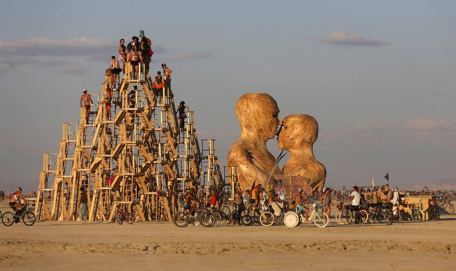 arts and music on the Burning Man 2014