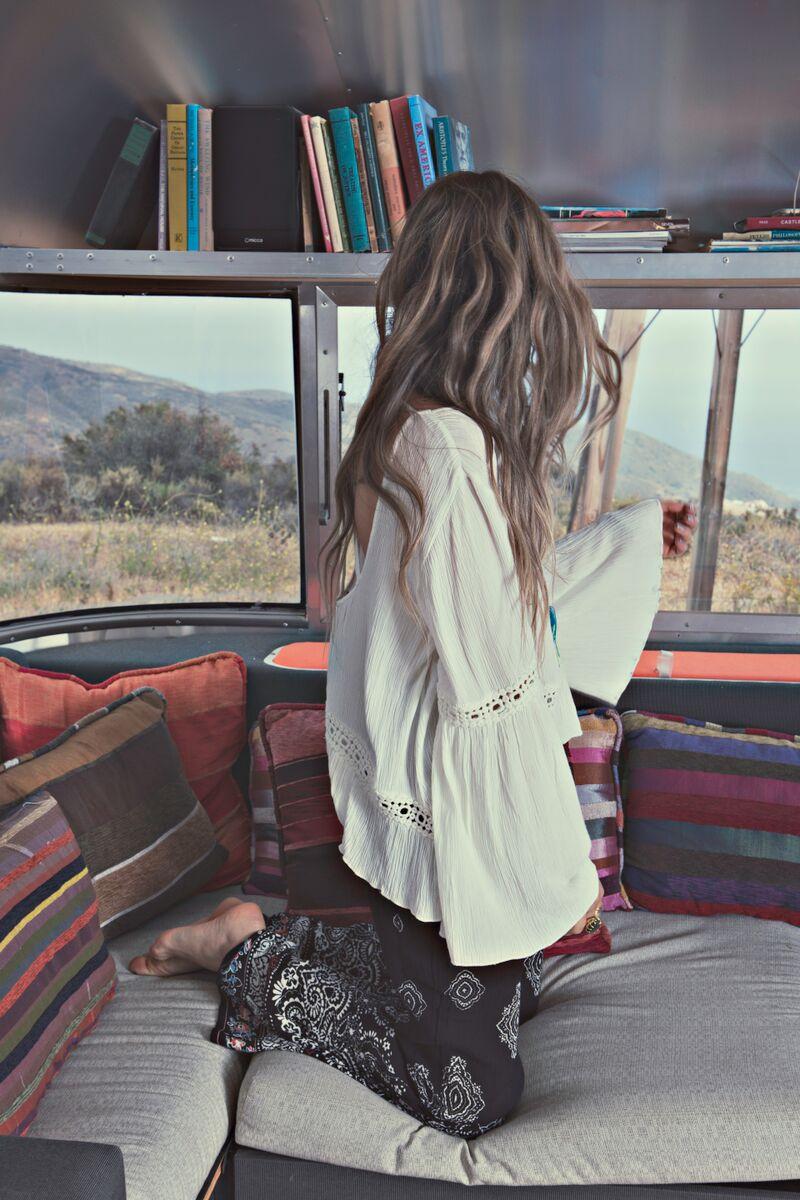 Janell Shirtcliff - model Natascha Elisa