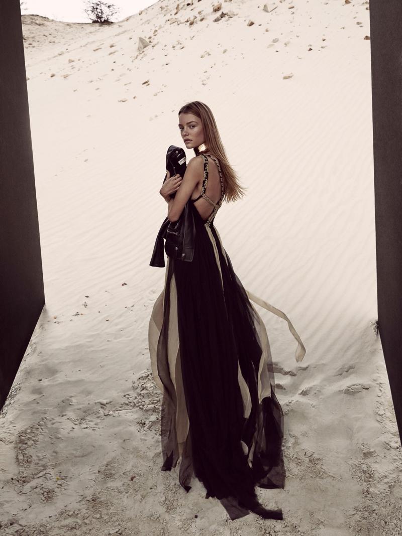 Queen of the Desert - model Roos Abels