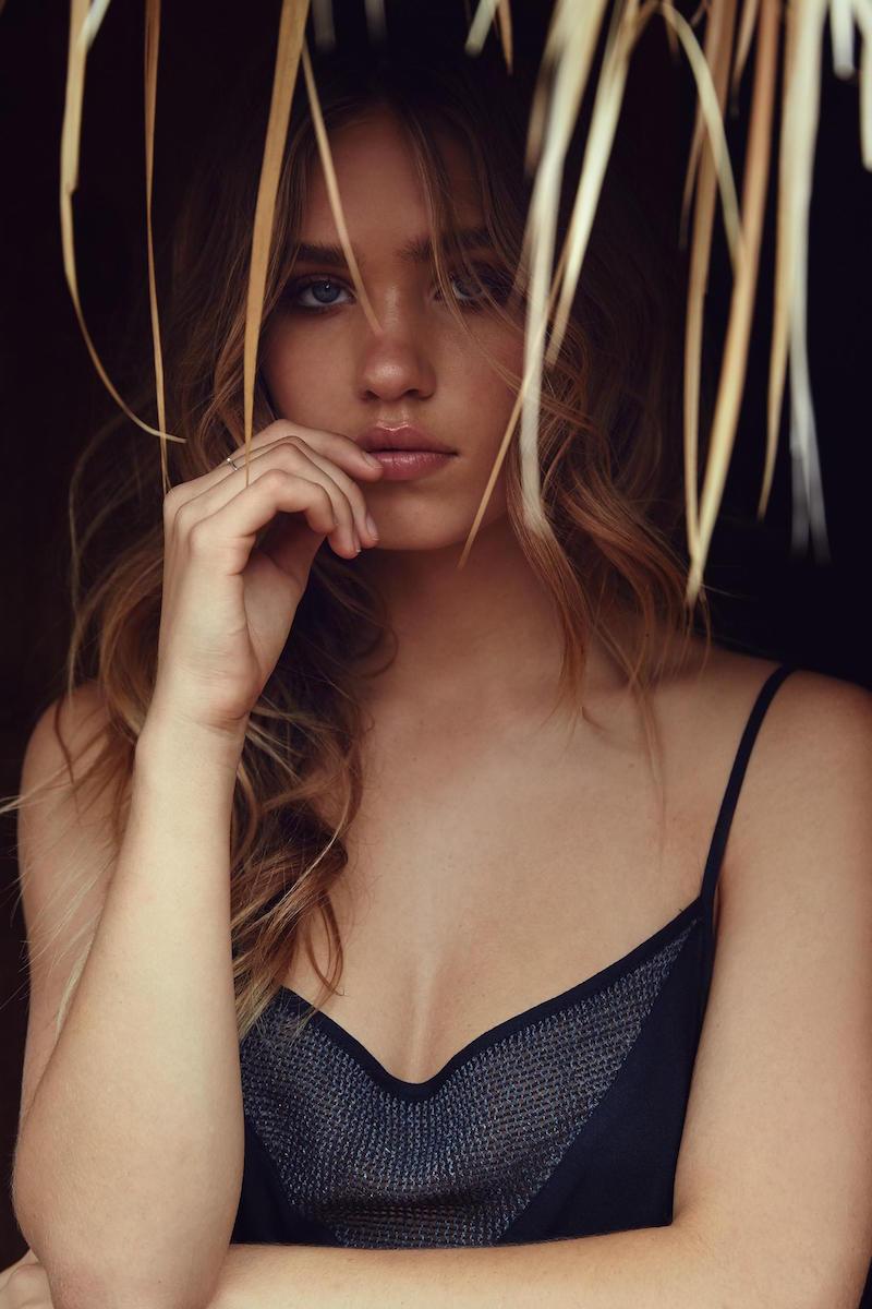 Zoe Cross - model